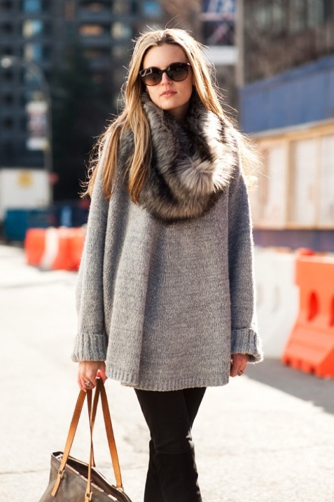 VANESSA-JACKMAN-STREET-STYLE-PHOTO-FASHION-WEEK-FUR-SNOOD-COLLAR-WRAP-OVERSIZED-NEUTRAL-KNIT-SWEATER-SUNGLASSES-1