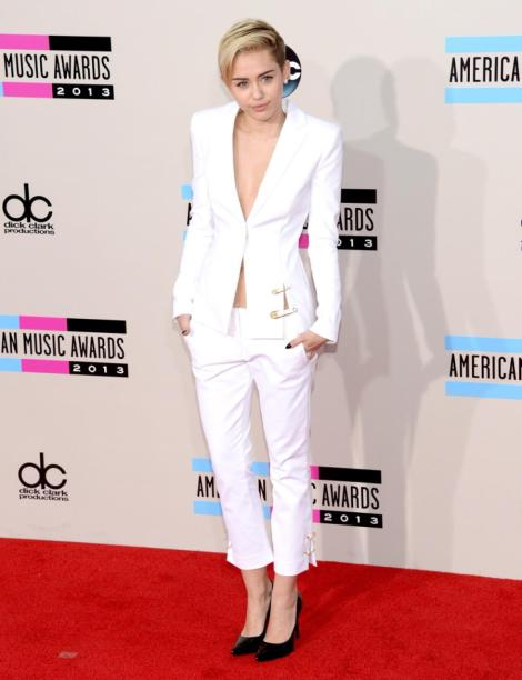 o-estilo-de-miley-cyrus-red-carpet