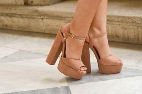 sandália-salto-grosso