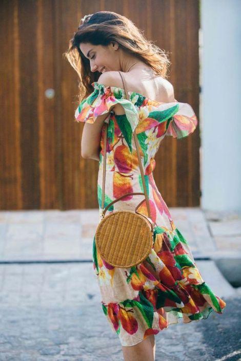 como-usar-bolsa-de-palha-redonda-tendencia-moda-verao-2018